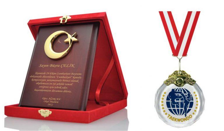 İstanbul Plaket  Madalya Kupa Masa isimlikleri Online Site